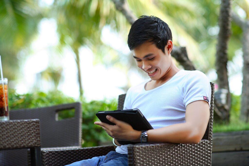 6 Ways to Find Somebody Online